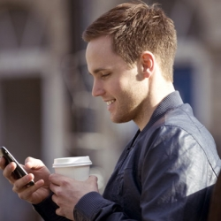 Estudio revela que abusar del uso de smartphones envejece la piel