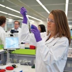 AstraZeneca y Abbott acuerdan trabajar en pruebas contra el asma