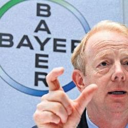 El presidente de Bayer defiende la venta de plásticos ante los accionistas