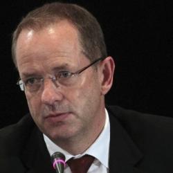 El presidente de la farmacéutica GSK, Andrew Willy busca comercializar vacuna contra la malaria. EFE